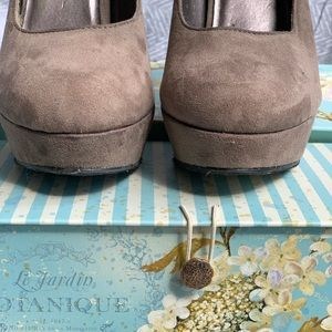 Mossimo Supply Co. Shoes - Mossimo size 8.5 Taupe suede heels